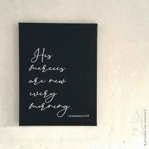 Canvas zwart His mercies are new every morning klaagliederen bijbeltekst wanddecoratie