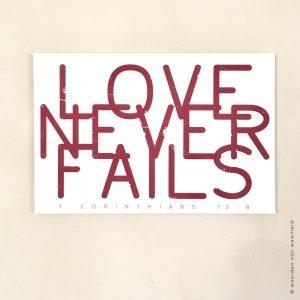 Love never fails bijbeltekst op canvas woordenvanwaarheid muurdecoratie