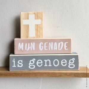 Blokkenset Mijn genade roze grijs 1 christelijke tekst op hout plank bijbeltekst woordenvanwaarheid