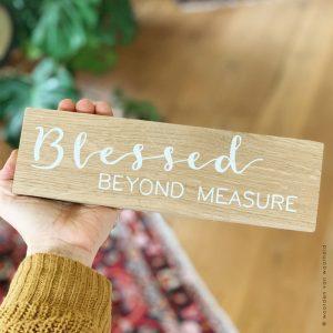 Eiken blessed beyond measure christelijke tekst op hout plank bijbeltekst woordenvanwaarheid